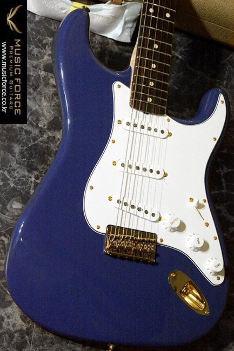 [이월상품창고대방출!!!] Fender Custom Shop Artist Series Robert Cray Signature-Violet(2014년산/신품)